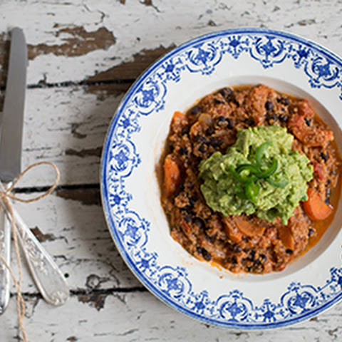 Vegetable Chilli con vegetables with guacamole