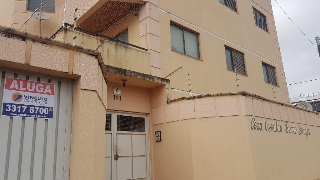 Apartamento com 3 dormitórios para alugar, 87 m² por R$ 950/mês - Universitário - Uberaba/MG