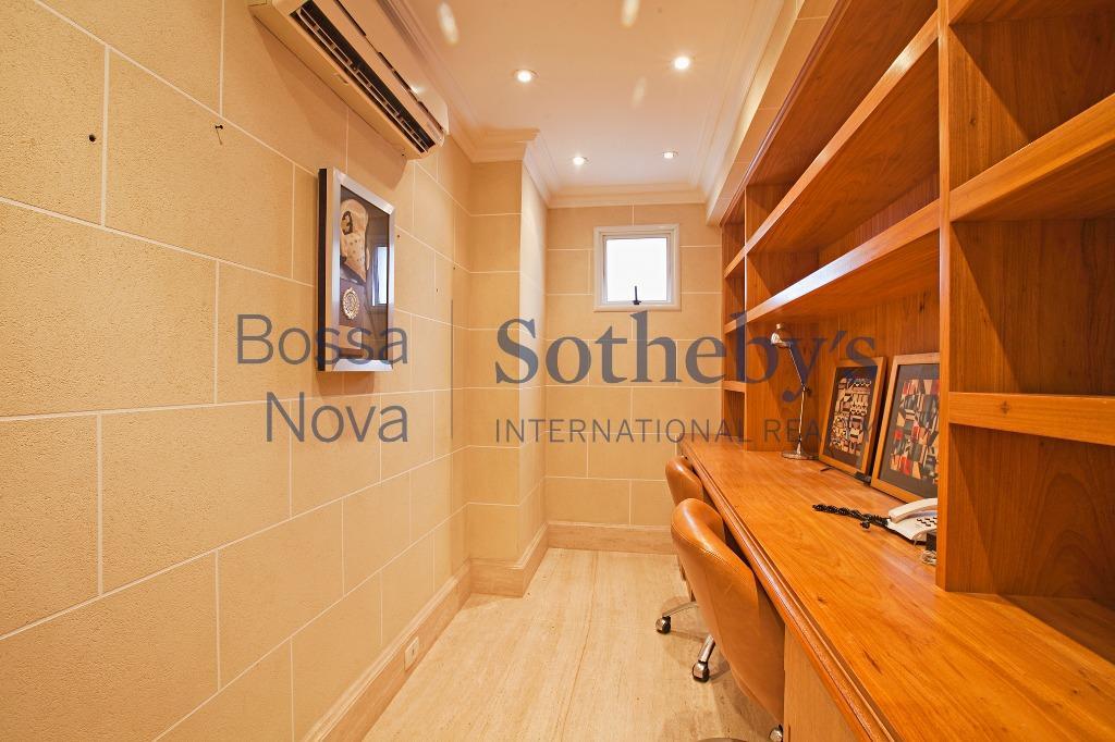 Apartamento com muito bom gosto no melhor local do Itaim