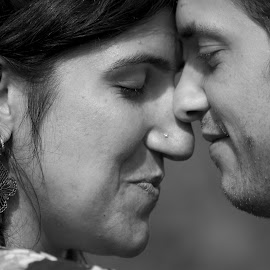 I feel your love by Paula NoGuerra - People Couples ( black and white, couple, people, portrait )