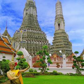 On Wat Arun  by KyuHyun Thigan - People Street & Candids ( bangkok, nikonshooter, wat arun, thailand, coolpix, nikon, custom,  )