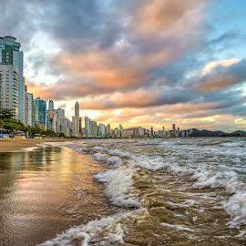 Camboriu Beach by Rqserra Henrique - Landscapes Beaches ( clouds, water, brazil, waves, rqserra, beach )
