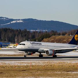 by Terje N. Johansen - Transportation Airplanes