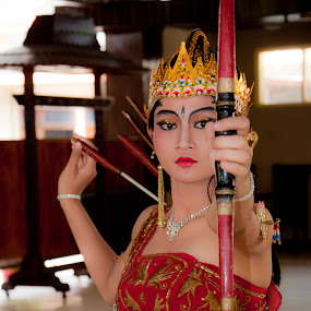 sang pemanah by Yupi Gokilz Kym'c - News & Events Entertainment ( gadis, busur, jawa, anak panah, wayang )