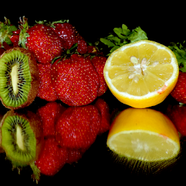 kiwi,lemon and strawberry by LADOCKi Elvira - Food & Drink Fruits & Vegetables ( fruits )