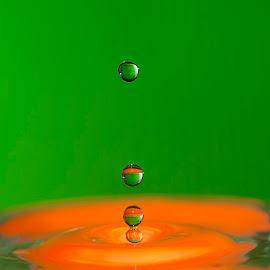 ... by Hale Yeşiloğlu - Abstract Water Drops & Splashes ( abstract, water, liquid, waterdrop, drop, drops )