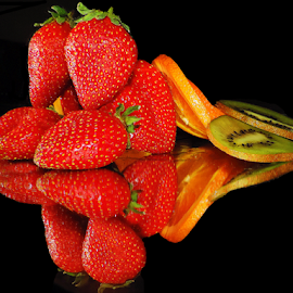 citrus with strawberry by LADOCKi Elvira - Food & Drink Fruits & Vegetables ( fruits )