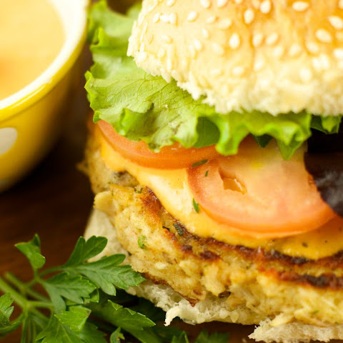 Tuna Burgers With Roasted Pepper Tartar Sauce