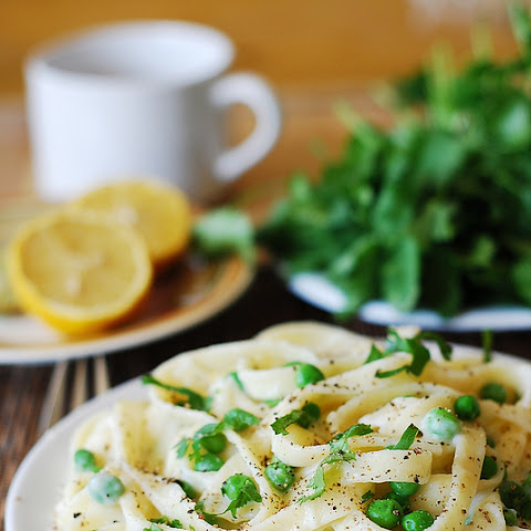 Healthy Fettuccine Alfredo With Cauliflower Sauce And Sweet Peas