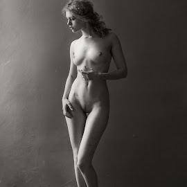kate by Levy Avner - Nudes & Boudoir Artistic Nude ( studio, model, nude, beautiful, light )