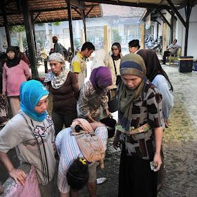 lelang ikan 2 by Riza Sandjaya - People Street & Candids