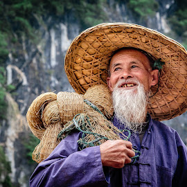 Whitebeard by David Long - People Professional People ( li river, fisherman, guilin )