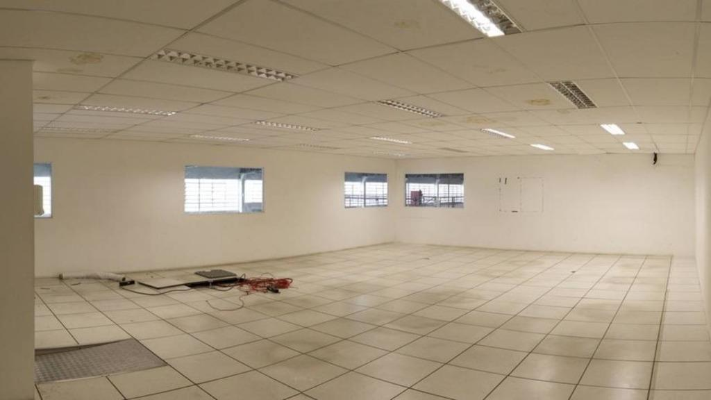 Taboão da Serra/SP - Galpão Terreno 3.878m²  Área Construída 2.312 na Avenida Armando de Andrade, Parque Santos Dumont para Locação.