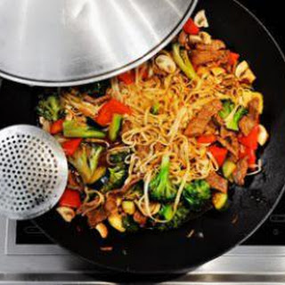 Thai Stir-Fried Noodles with Vegetables (Easy!)
