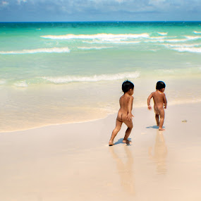 Freedom to Run by Rman Alfred Lorenzo - Babies & Children Children Candids ( pinoy photographer, the magnifico photography, boracay island, rman lorenzo, beach photo )