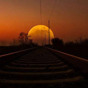 Pruga i mjesec.jpg