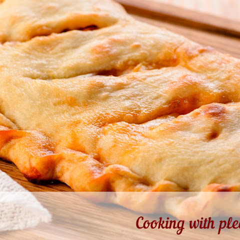 Calzone With Vegetables And Cheese