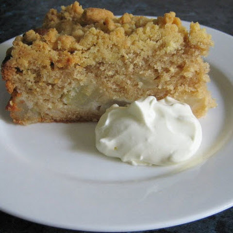 Cinnamon and Pear Crumble Cake