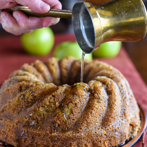 AMERICAN FALL APPLE CAKE