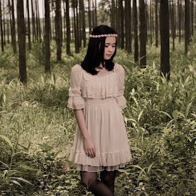 Quiet and feel the nature by Hadinata Lim - People Portraits of Women ( fashion, jungle, women, photography, portrait )