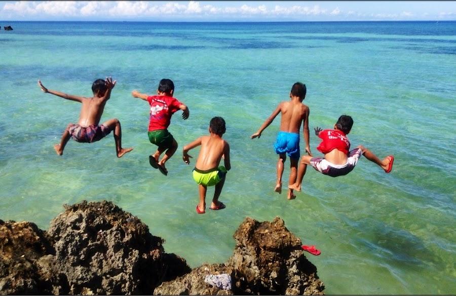 Ooopppsssss, My Slipper! by Dickson   Shia - Babies & Children Children Candids ( slipper, sea, flipflop, kids action )