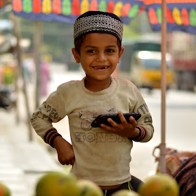 Kid : Candid Click - Its All Smile... by Vinod Rajan - Babies & Children Children Candids ( candid, smiles, street, kid, kids portrait, mobile, portrait, people, street photography, kids, smile,  )