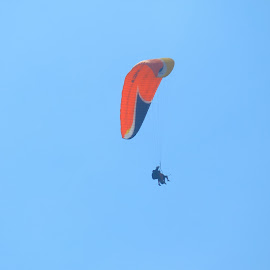 Paragliding by Fyan Kaskuser AntiLongcat - Sports & Fitness Other Sports ( malang, paragliding, sky, blue, batu, paralayang )