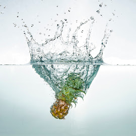 Pineapple by Fico Stein Montagne - Abstract Water Drops & Splashes ( water, macro, splash, strobist, flashes, pineapple, nikon d7000 )