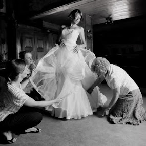 Caring for details  by Philippe Grosvald - Wedding Getting Ready ( wedding, alsace, mariage, photo, strasbourg )