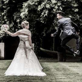 Samantha e Fabio by Mauro Locatelli - Wedding Bride & Groom ( maurolocatelli, wedding photographer, weddingbergamo, bride and groom, wedding jump )