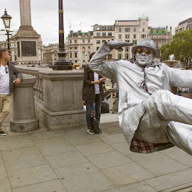 Living sculpture by Czifra Dániel - People Street & Candids ( cool, sculpture, london, art, portrait, city )