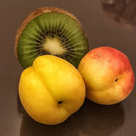 Apel dan kiwi by Andy Soetaryono - Food & Drink Fruits & Vegetables