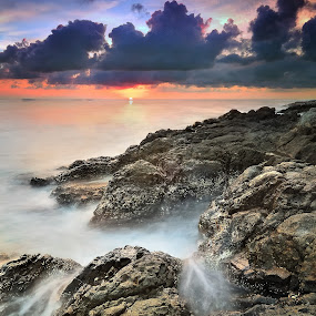 malimbu sunset by Herry Suwondo - Landscapes Waterscapes