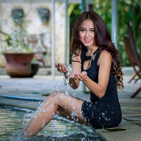 playing water by Ricky Agvirty - People Fashion