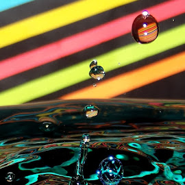 DDEEDDSS 658 by John Geddes - Abstract Water Drops & Splashes