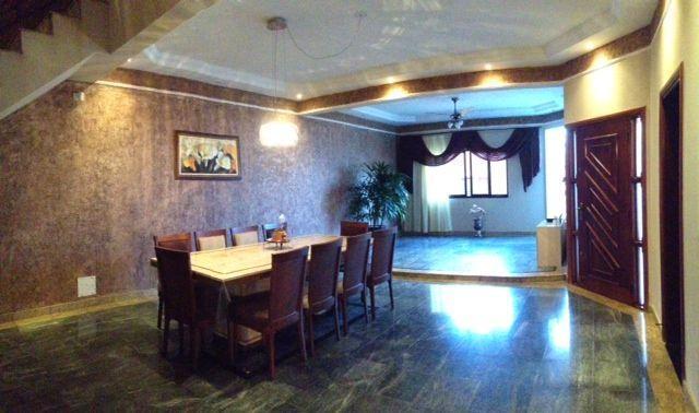 Casa para Aluguel 357 m²  com 4 quartos