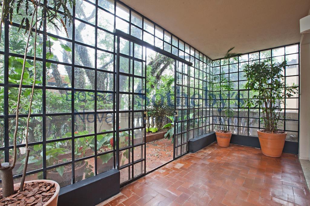 Lindemberg  diferenciado com varanda única, Jardim América, São Paulo.