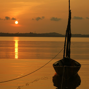 Boat In The Siluet by Roem Hasadi - Landscapes Weather ( indonesia, sunset, batam )