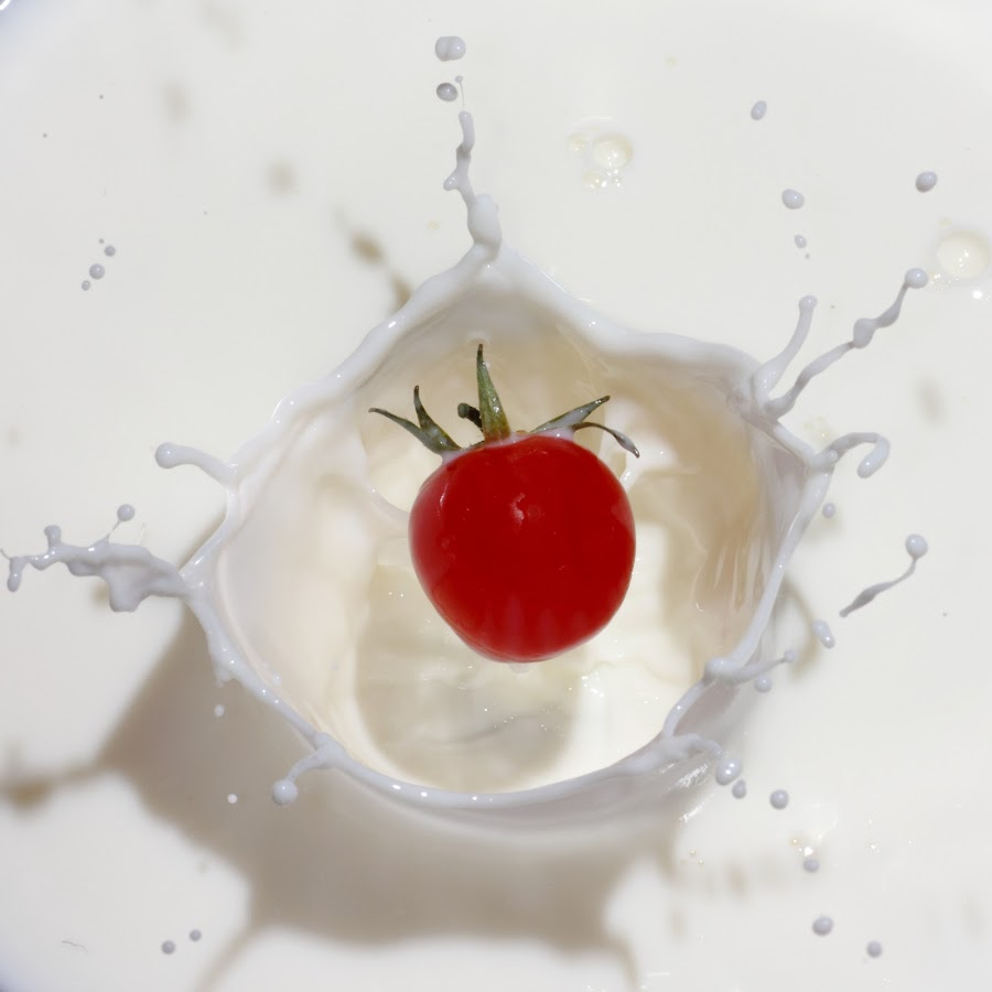 milk & tomato by Giovanni De Bellis - Food & Drink Fruits & Vegetables ( flash, splash, tomato, food, milk )