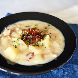 Slow Cooker Chunky Clam Chowder