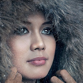 Snow by Luthfi Hidayat - People Portraits of Women
