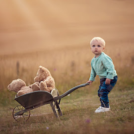Rowan by Claire Conybeare - Chinchilla Photography - Babies & Children Toddlers