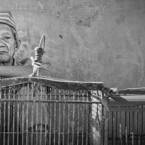 old man sold a bird cages by Riza Sandjaya - People Portraits of Men