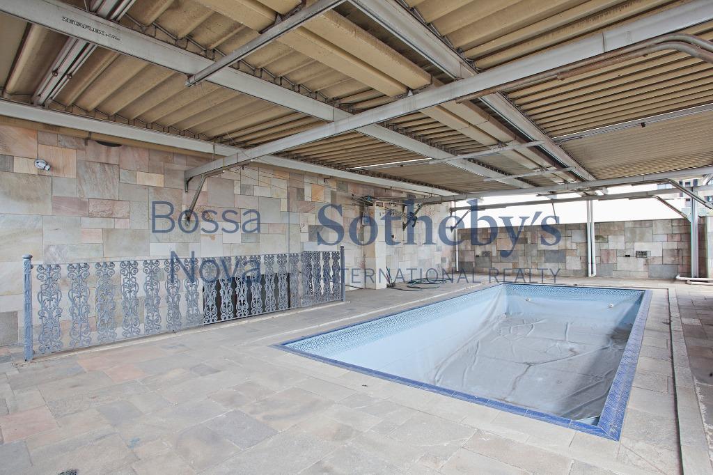 Ótima cobertura com dois pisos, piscina e churrasqueira, em uma região de Moema.