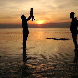 Sunset Baby by Dick Shia - People Family ( silhouette, sunset, family, baby )