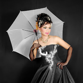 by Dimas Winarto - People Fashion