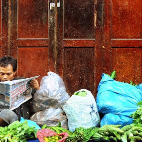 read by Anton Adhitian Nurgraha - People Street & Candids