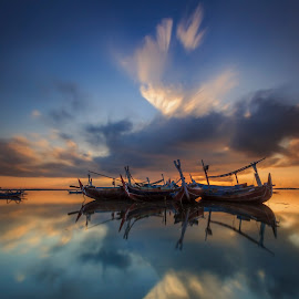 Great Sky by Choky Ochtavian Watulingas - Landscapes Sunsets & Sunrises ( clouds and reflections, clouds, sky, seashore, silhouette, boats, clouds and sea, sea, reflections, beach, seascape, skies )