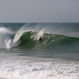 Drooping in by Eurico David - Sports & Fitness Surfing