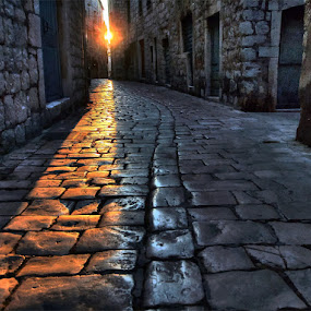 by Petar  Botteri - City,  Street & Park  Neighborhoods ( hdr,  )